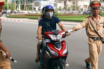 Lái xe máy mà không có bằng lái: Bị xử phạt thế nào?